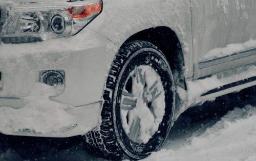 Dubbdack på vit bil
